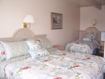 Room With King & Twin Beds 8 of 11