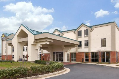 Days Inn & Suites Ridgeland 1 of 8