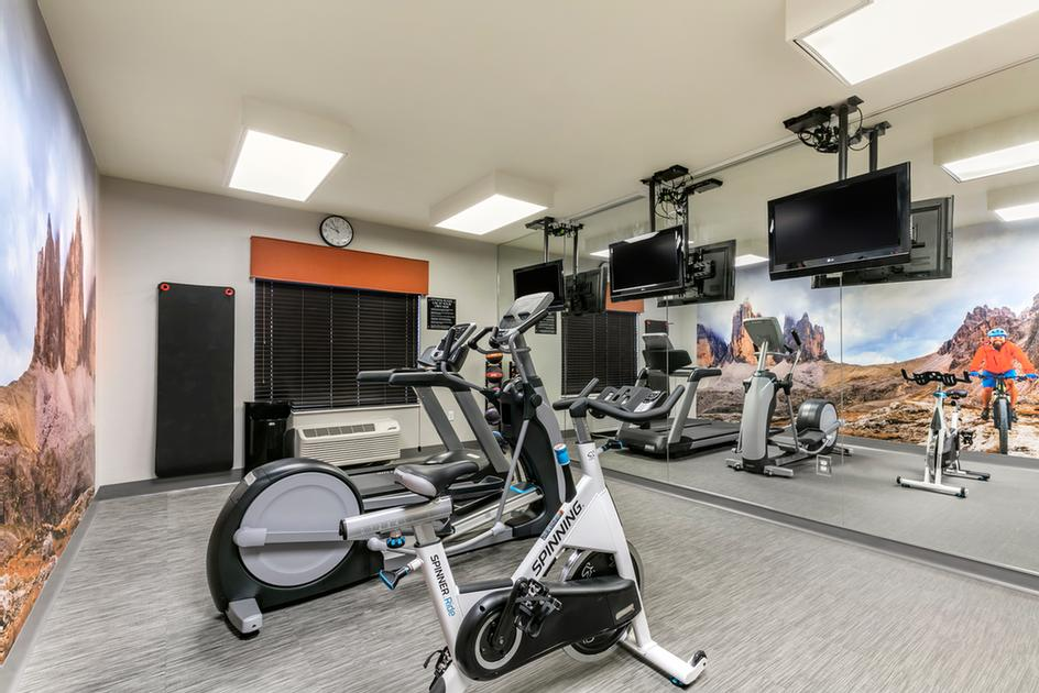 Fitness Room 4 of 12