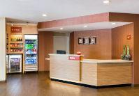 Towneplace Suites Front Desk 3 of 9