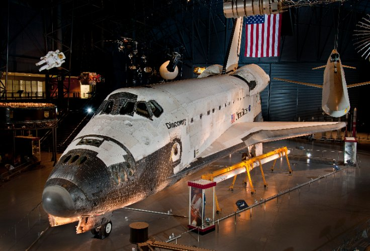 Space Shuttle Discovery Only 1 Mile Away 27 of 30