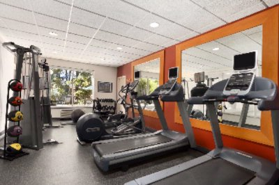 Fitness Center 15 of 18