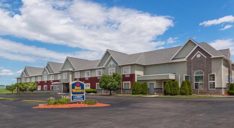 Best Western Crown Inn & Suites 1 of 12