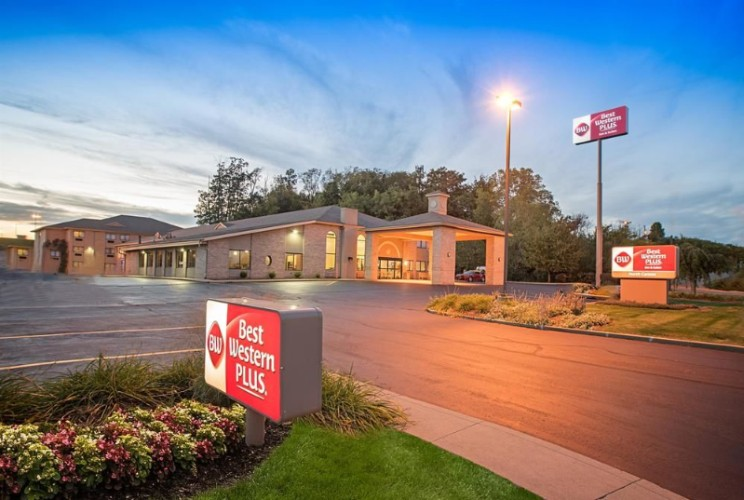 Best Western Plus North Canton Inn Suites 6889 Sunset Strip Ave Nw Oh 44720
