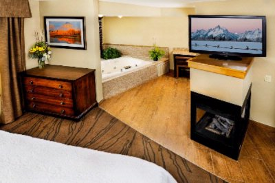 King Suite With Jetted Tub And Fire Place 18 of 21