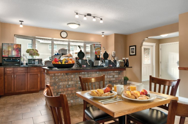 Eagle Valley Breakfast Room 4 of 31