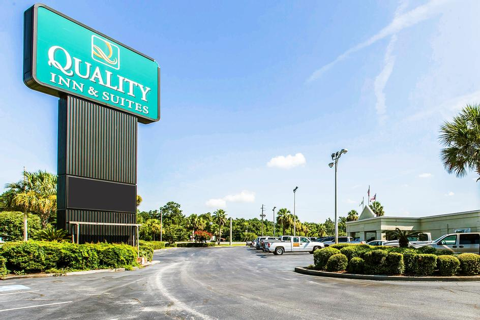 Quality Inn & Suites Waycross 1 of 21