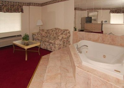 Jacuzzi Suite 10 of 10