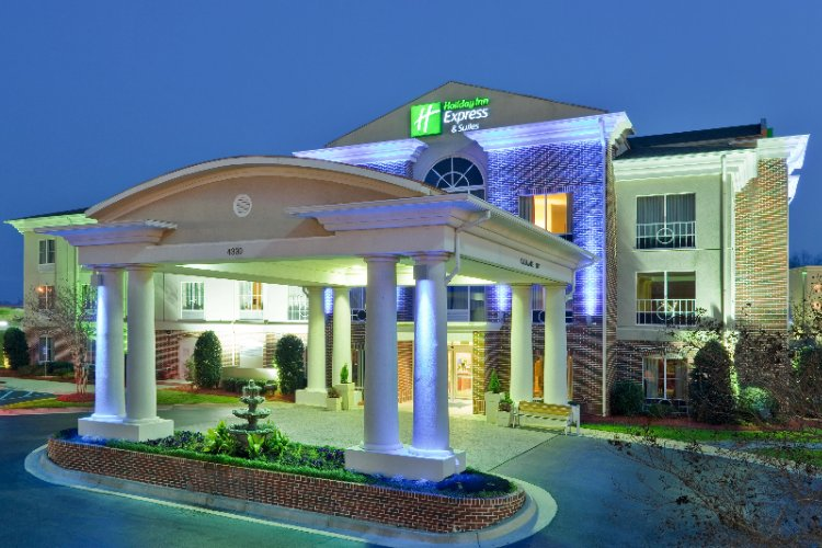 Holiday Inn Express Hotel & Suites 1 of 19