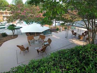 Guests Can Relax In Our Beautifully Landscaped Courtyard 8 of 11