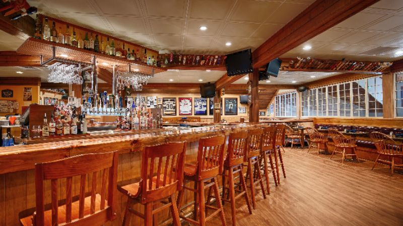 Upper Deck Pub At The Windjammer 8 of 10