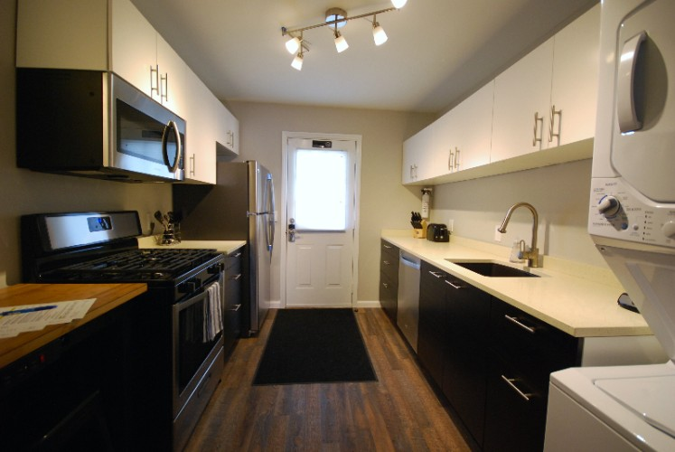 2ba/1ba -Complete-Galley-Kitchen-With-Full-Size-Appliances 6 of 17