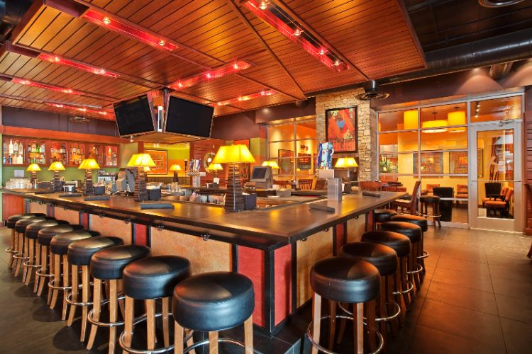 Houlihan\'s Restaurant And Bar 7 of 7