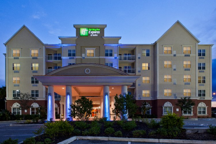 Holiday Inn Express & Suites Lakeland North I 4 1 of 14