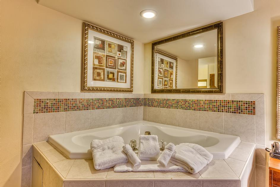 Relax In One Of Our Jacuzzi Guest Rooms At The Best Western Seaway Inn 21 of 22