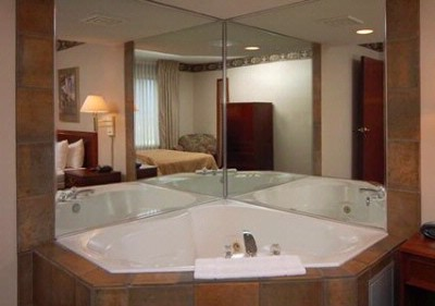 Queen Suite With Hot Tub 7 of 14