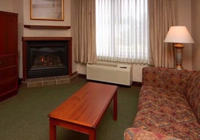 Queen Suite With Fireplace And Sitting Area 8 of 14