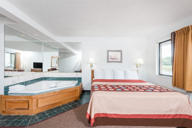 Jacuzzi Room 10 of 11