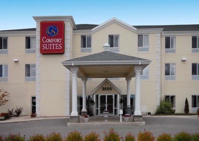 Our Escanaba Comfort Suites 2 of 11