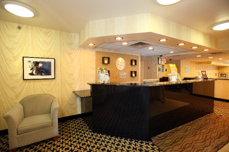 Hotel Front Desk Area 4 of 17
