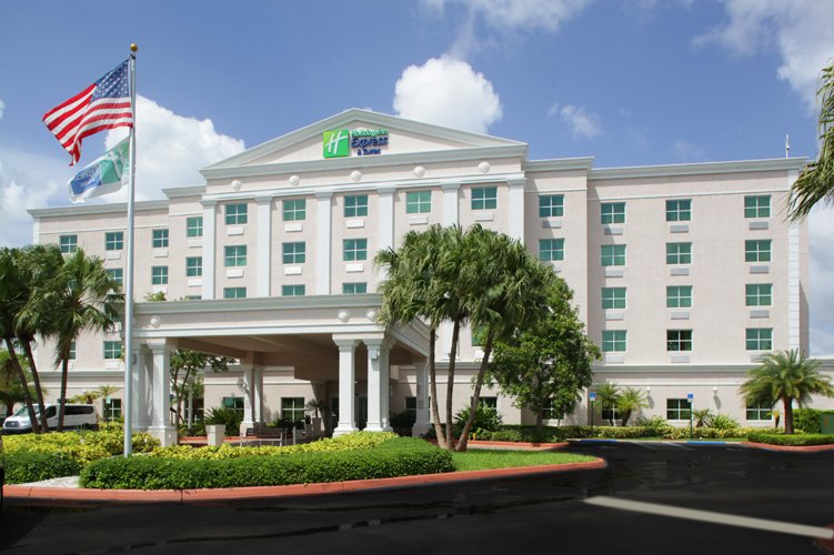 Holiday Inn Express & Suites Miami Kendall 1 of 16