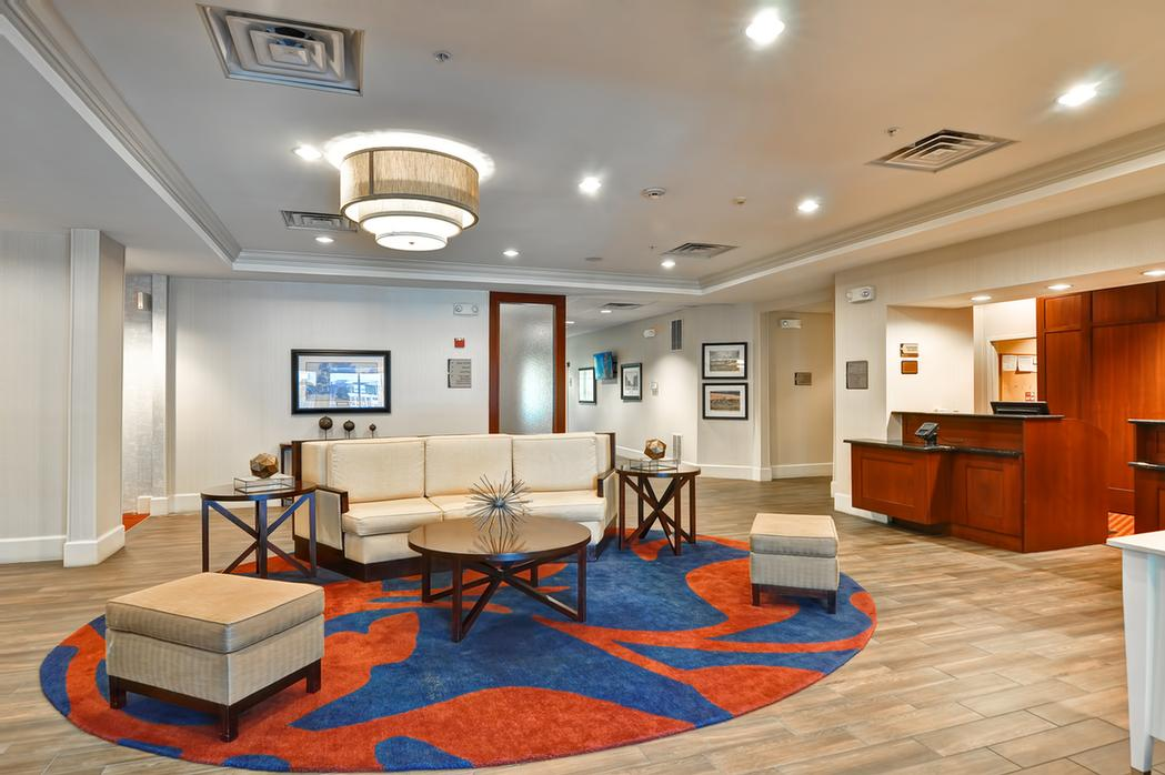 Lobby Front Desk Area A Pleasant Place For Lounging Or Awaiting Your Transportation 18 of 23