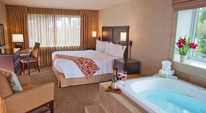 King Suite With Jacuzzi 7 of 20