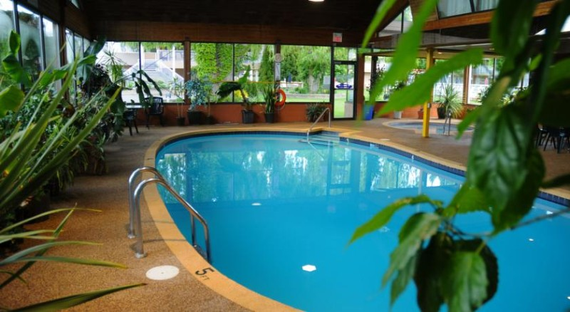 Indoor Pool & Hot Tub 3 of 8
