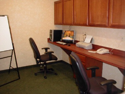 Business Center Provides Work Space And Privacy 6 of 11