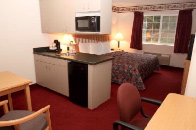 Business King Suite W/kitchenette 10 of 13