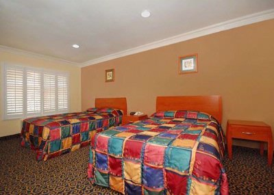 Guest Room Double Beds 5 of 23