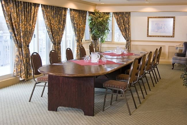 Lakeview Meeting Room 5 of 10