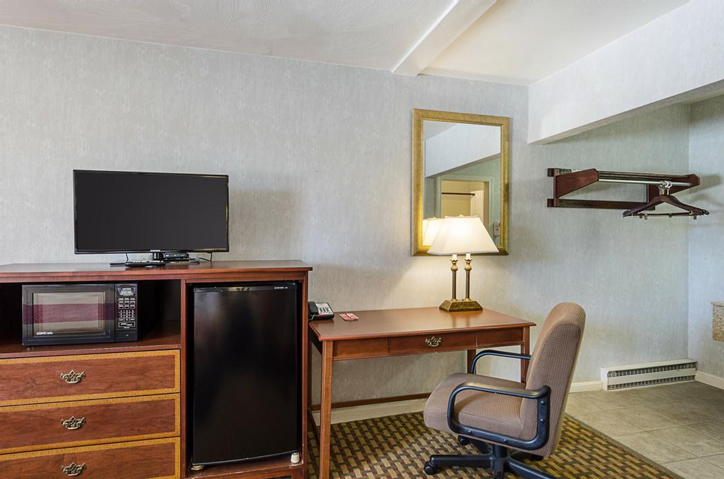 All Rooms Equipped With Tv Microwave & Refrigerator 10 of 13