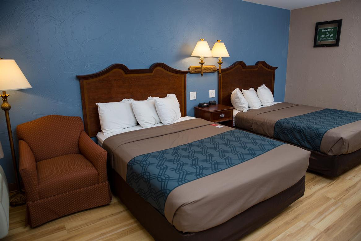 Standard Room With Two Queen Size Beds 9 of 13