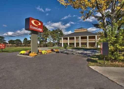 Econo Lodge Maine Mall 1 of 15