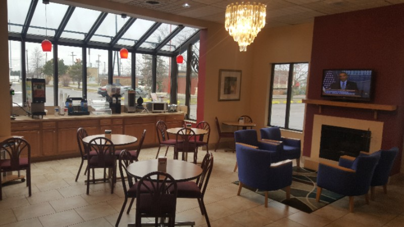 Breakfast Area/ Lobby 4 of 7