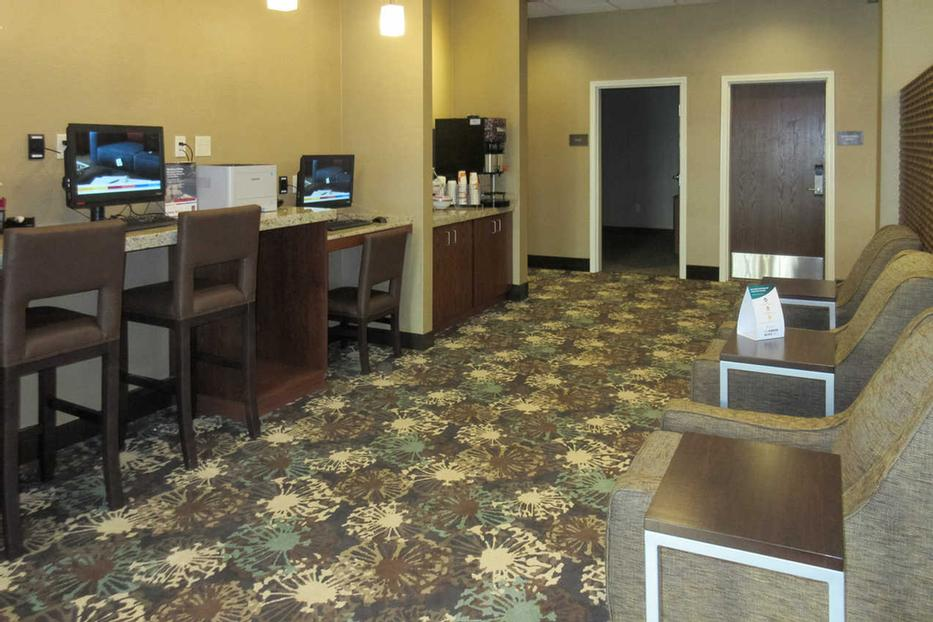 Business Center 8 of 17