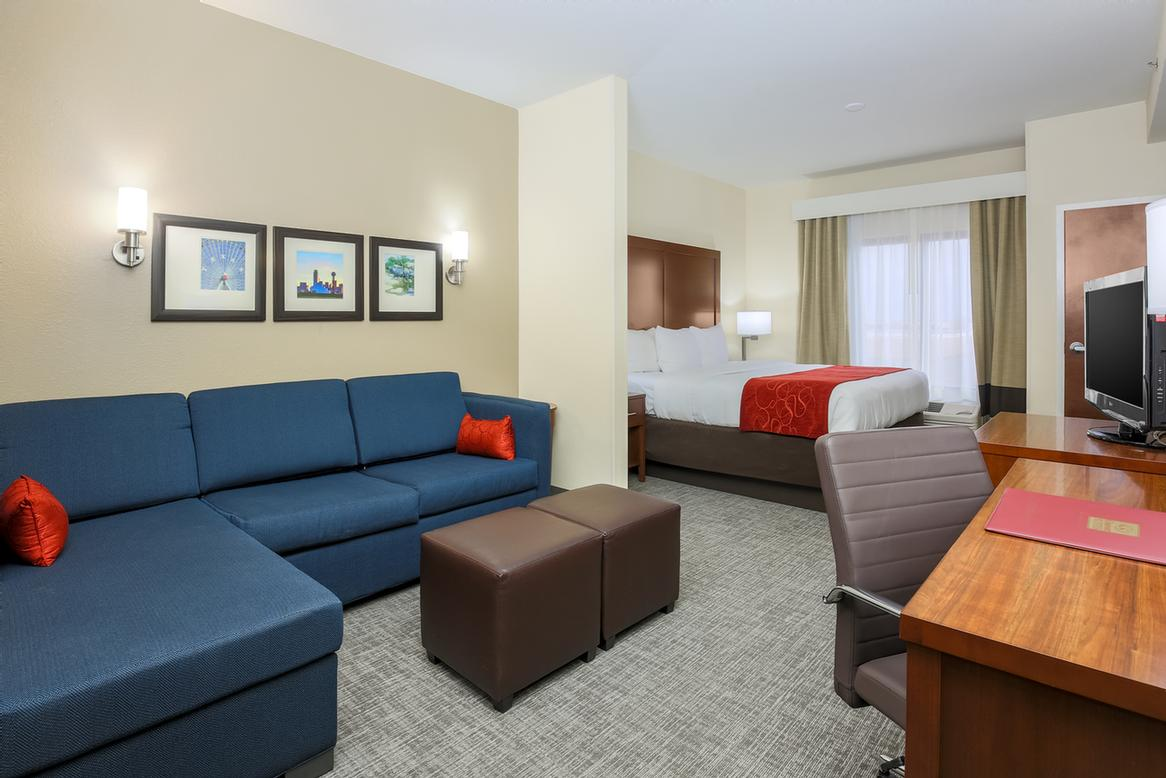 Comfort Suites Dfw N / Grapevine 1 of 10