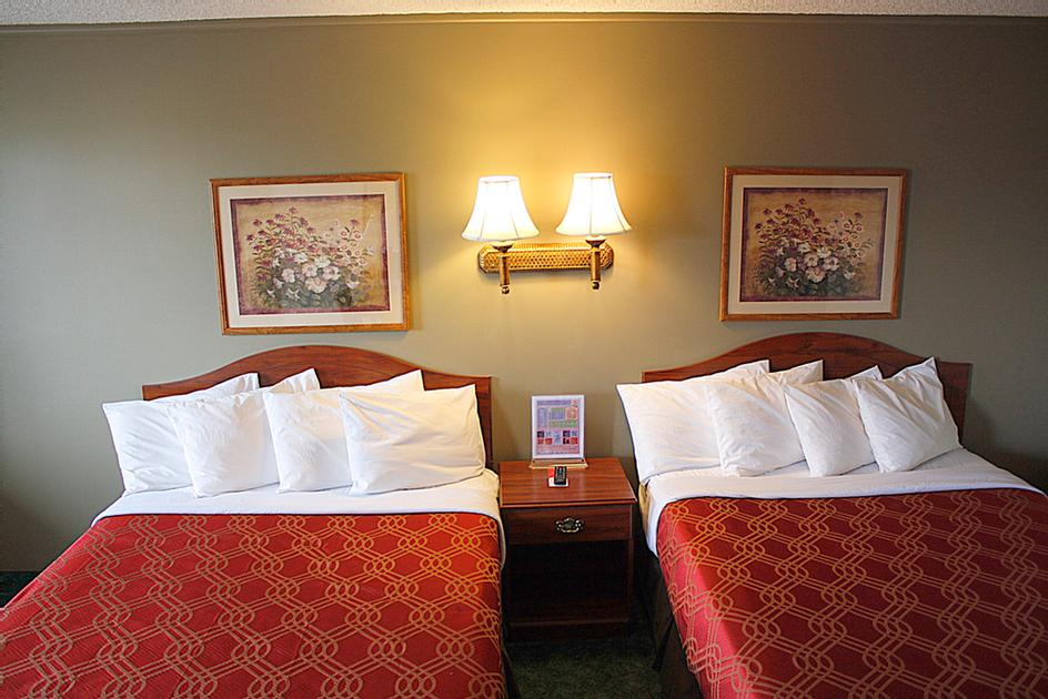 Queen Room With Two Queen Beds -Larger Than Typical Hotel Rooms 6 of 6