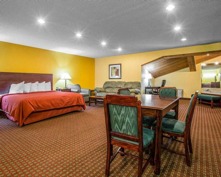 King Suite Room 5 of 7