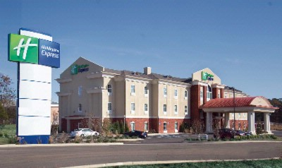 Holiday Inn Express Mccomb 1 of 11