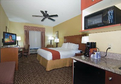 Single King Guest Room Holiday Inn Express Mccomb Ms 4 of 11