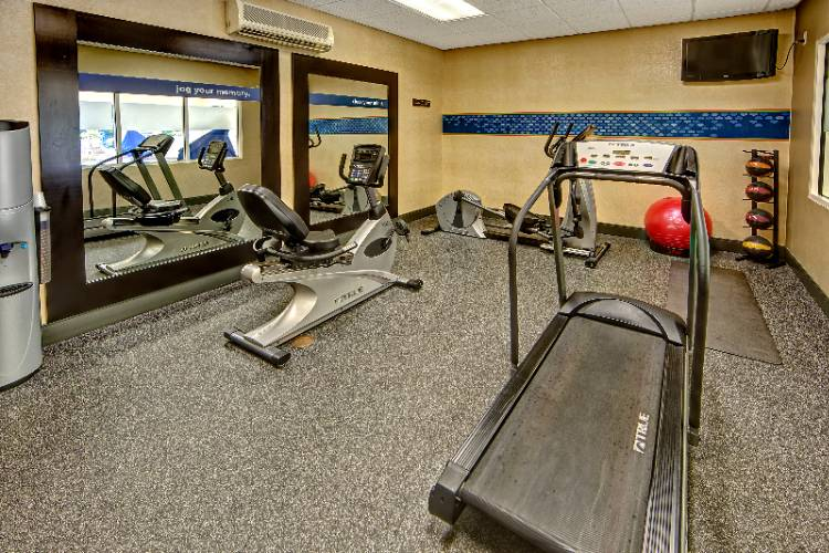 Fitness Room 10 of 21
