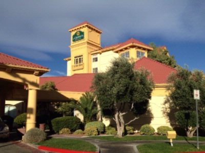 La Quinta Inn & Suites Las Vegas Summerlin 1 of 5
