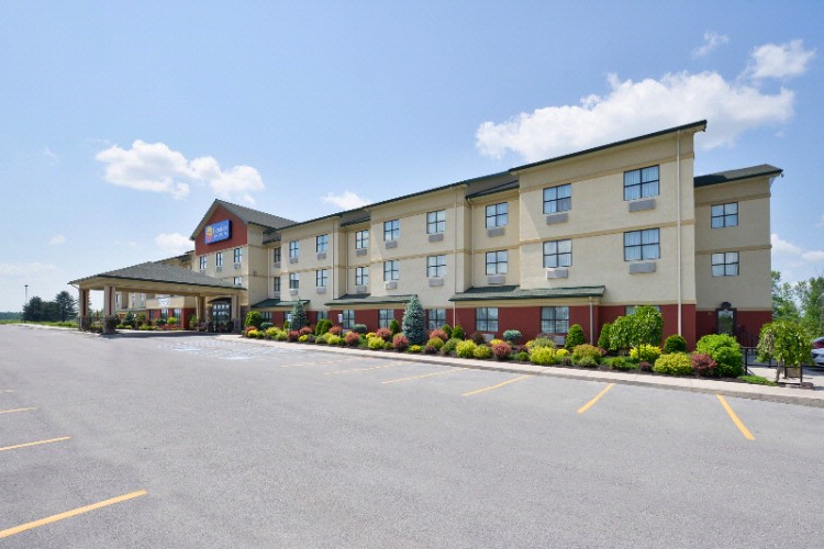 Comfort Inn & Suites Akwesasne 1 of 16