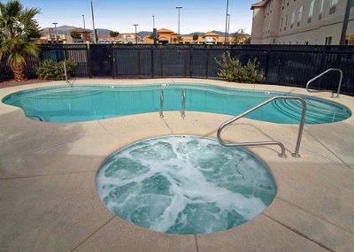 Heated Outdoor Pool And Hot Tub 8 of 8