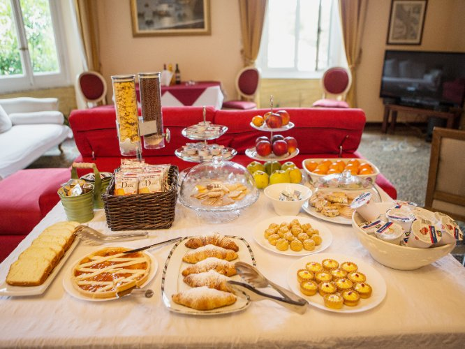Breakfast Buffet 7 of 11