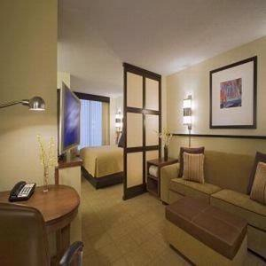 Hyatt Place San Antonio Airport / Quarry Market