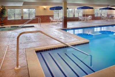 Indoor Pool With Whirlpool 4 of 6