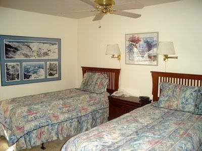 Bedroom With Two Twin Beds 6 of 7